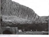 عکس حدوداً بین سالهای 1880 تا 1890 توسط آنتوان سوریوگین یکی از عکاسان معروف در ایران می باشد